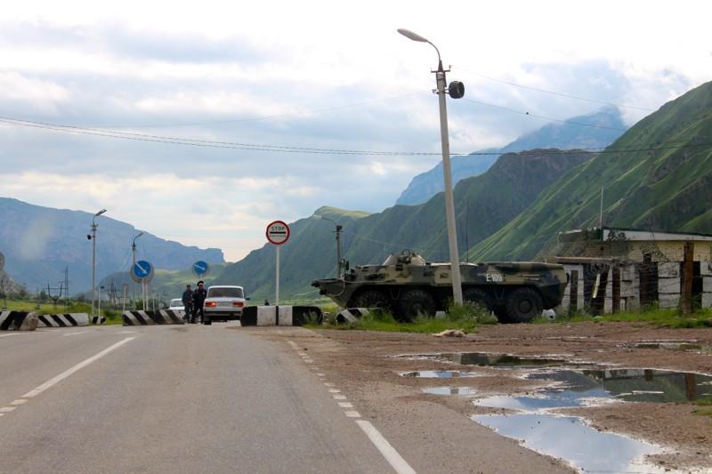 Блок-пост на въезде в Тырныауз