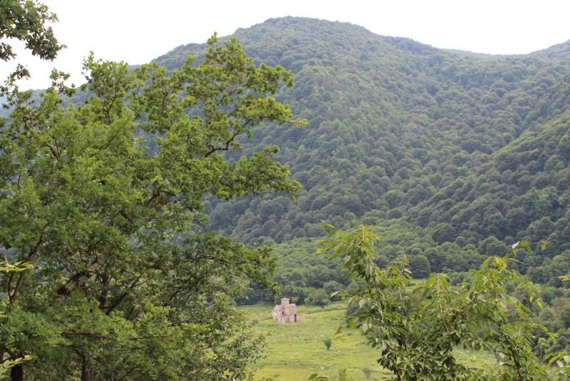 Вид на Средний храм