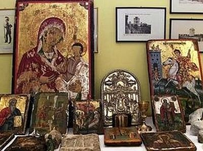 Albanian police confiscates over 100 stolen Icons