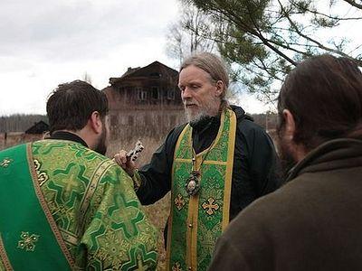 Пешее паломничество к месту подвигов прп. Дионисия и Амфилохия Глушицких совершил архиепископ Максимилиан
