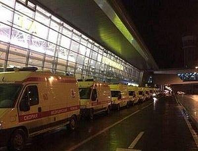 Священники оказывают помощь родственникам погибших в авиакатастрофе в Казани