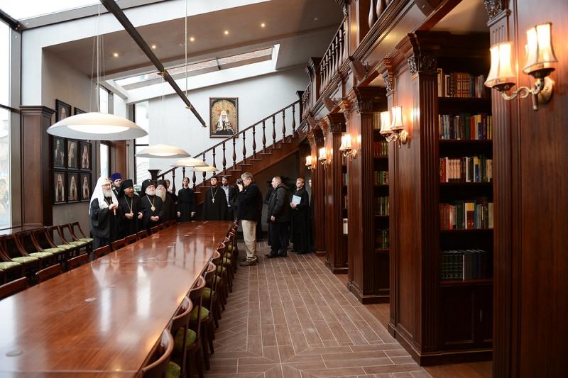 Святейший Патриарх в библиотеке