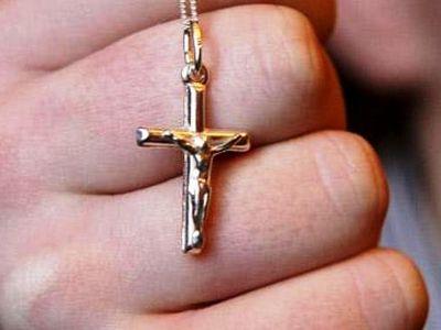 Кому мешают христианские символы