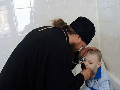 Епископ Карасукский Филипп поздравил детей в туберкулёзном санатории с Рождеством Христовым