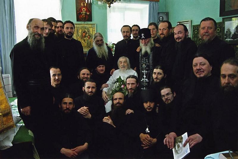 Архимандрит Иоанн (Крестьянкин) с братией Псково-Печерского монастыря