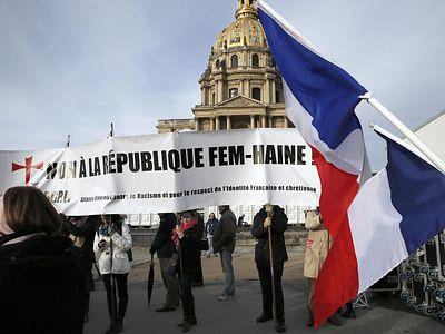 Парижане требуют запретить организацию FEMEN