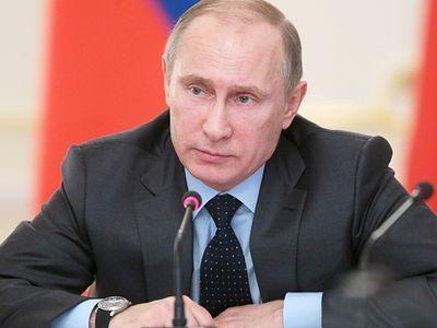 Владимир Путин: Социальных сирот надо возвращать в семьи