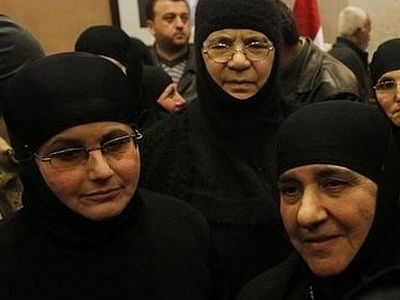 Syria crisis: Nuns freed by rebels arrive in Damascus