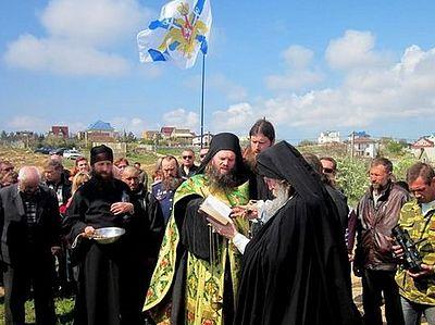На месте гибели участников обороны Севастополя установлен поклонный крест
