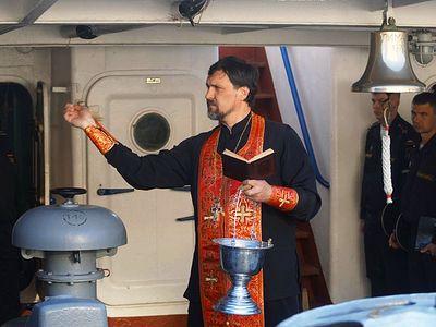 Священник благословил экипаж боевого корабля ЧФ перед выходом в море