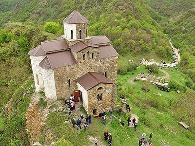 В древнем храме молились о мире на Кавказе