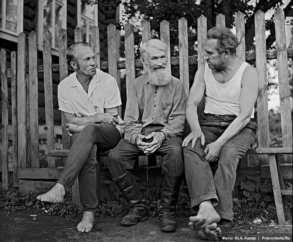 Иконописцы отец и сын Бабурины и Владимир Белов