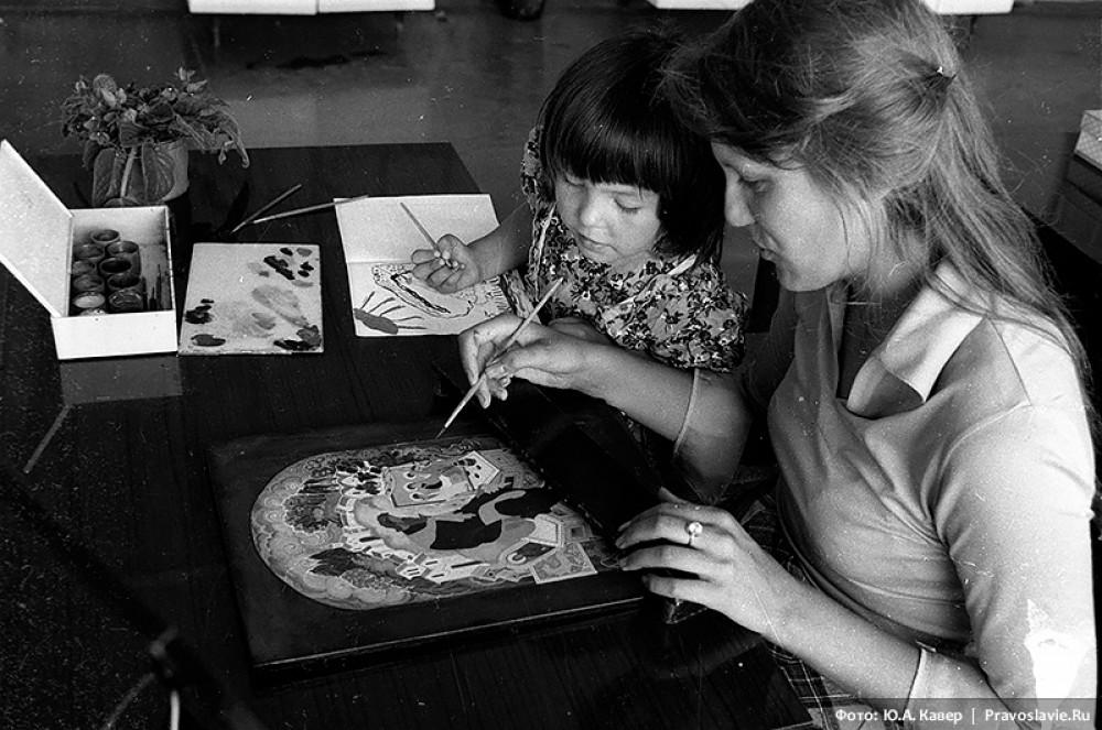 Таня Павлова с дочкой копирует миниатюру Владимира Андреевича «Андрей Рублев»