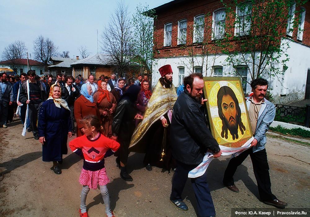 «Спас Нерукотворный» – последняя икона, написанная Владимиром Беловым. Сейчас находится в алтаре Введенского храма  его родного села