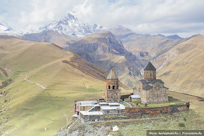 Храм Святой Троицы (Цминда Самеба) в Гергети (Степанцминда)
