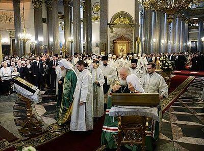 Предстоятели Русской и Болгарской Православных Церквей молились в Казанском соборе Петербурга