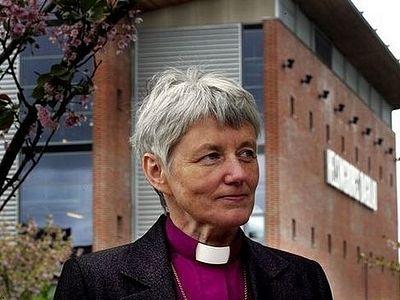 Первая женщина-архиепископ приведена к присяге в Швеции