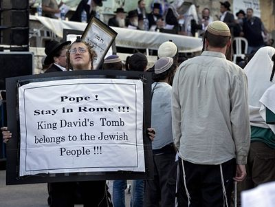 Jerusalem, ultra-Orthodox Jews occupy and drive Christian pilgrims from Upper Room