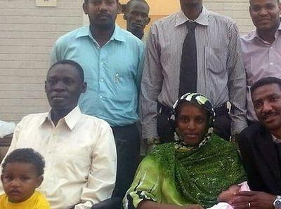 Суданка, освобожденная из камеры смертников, была снова задержана