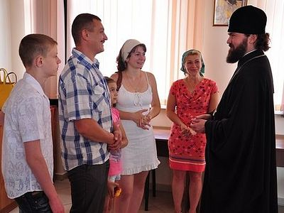 Archbishop Theophylact visits refugees in Yessentuki