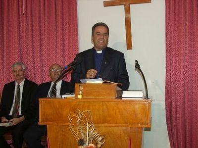 В Израиле иудеи-радикалы забросали камнями машину пастора