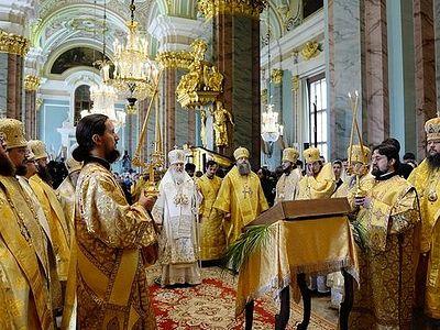Святейший Патриарх Кирилл совершил Божественную литургию в Петропавловском соборе Петербурга