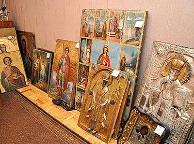 Триста икон изъяты у подозреваемого в ограблении храмов в Костромской области