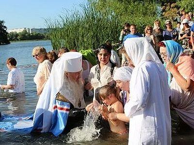 В водах Свияги прошло массовое крещение