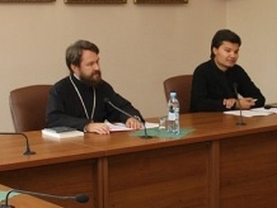 Metropolitan Hilarion Meets With a Group of Pilgrims From Colombia