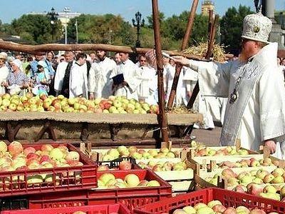 Тысячи освященных яблок отправят в подарок детям-инвалидам