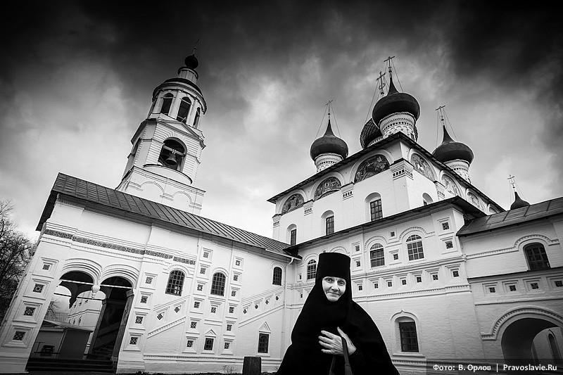 Мать Харлампия у Введенского собора
