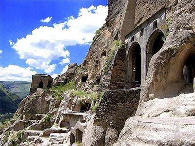 В Грузии разработана программа по спасению пещерного монастыря