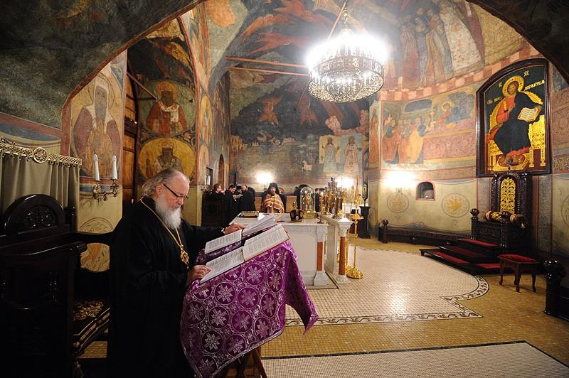 Святейший Патриарх Кирилл в Алтаре