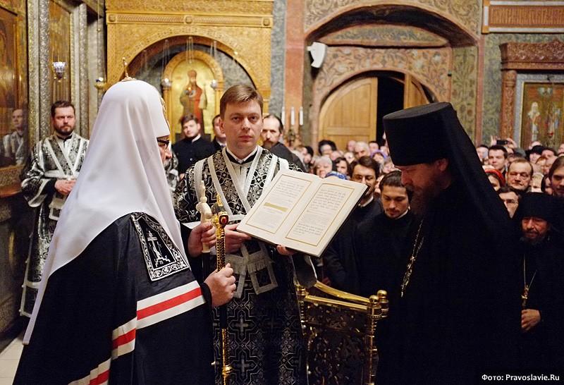 Вручение архимандриту Тихону игуменского жезла
