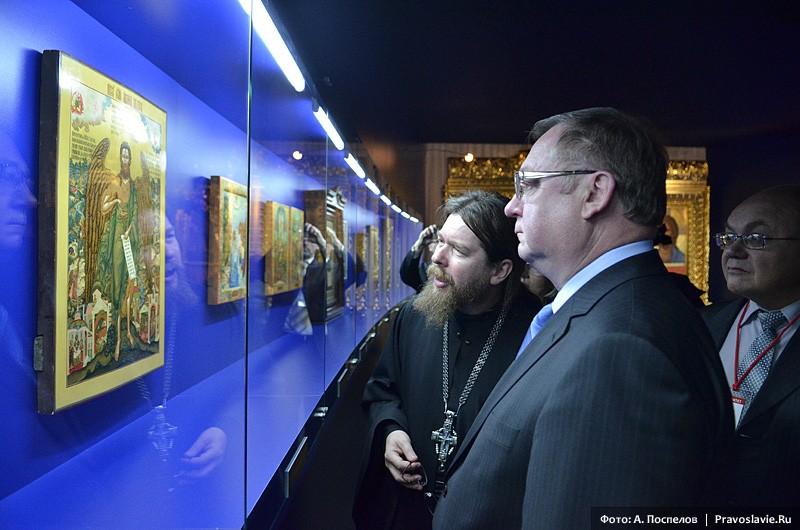 Экспозиция икон на выставке