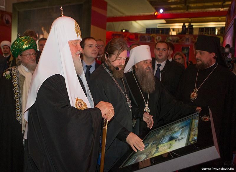 Осмотр выставки Патриархом