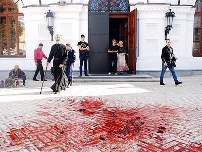 Femen устроили кощунственную «акцию» на территории Киево-Печерской Лавры