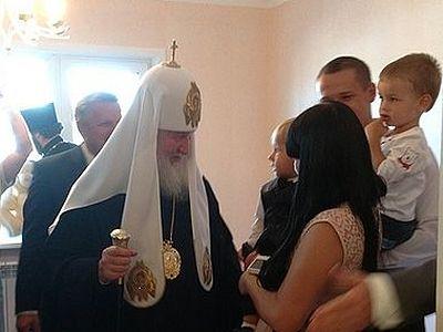 Патриарх Кирилл вручил ключи пострадавшим от наводнения на Дальнем Востоке