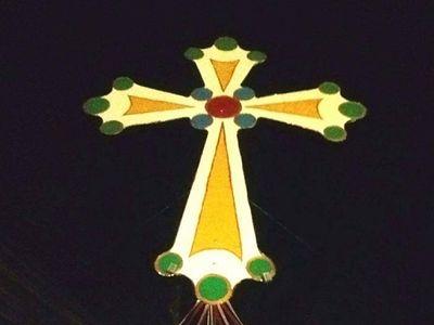 «Сим побеждай»: христиане Багдада сделали 8-метровый крест для жителей Ниневии