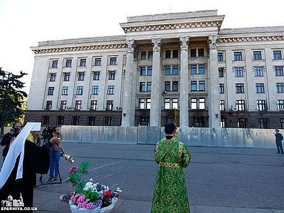 Одесса: Предстоятель УПЦ совершил заупокойное богослужение у Дома профсоюзов