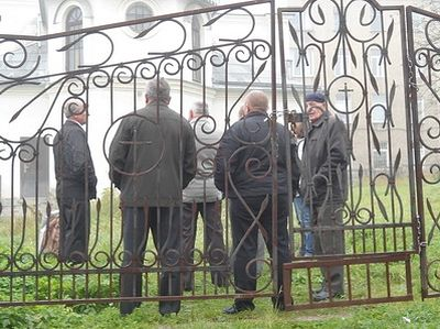 """""""People were horrified when they saw the priest, covered with blood!"""" - A church is forcibly seized near Lvov"""