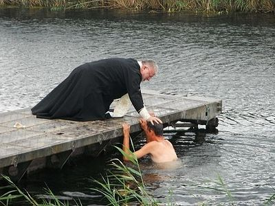 300 Russian servicemen receive Baptism in the field