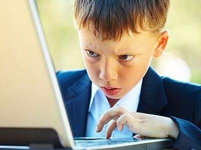 Более половины школьников проводят в интернете круглые сутки, - опрос