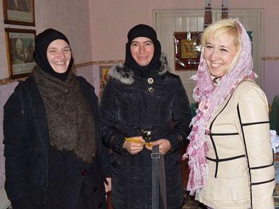 Свято-Ольгинский монастырь в Луганске: сестры молятся в пострадавшем от обстрелов храме