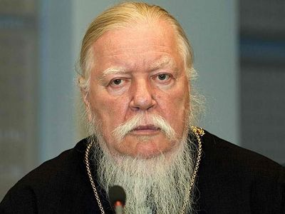 Archpriest Dimitry Smirnov believes that access to computer games and the internet should be banned for young people under the age of 21