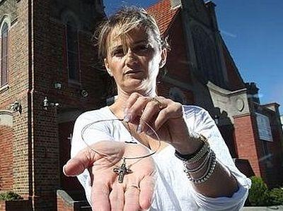 В Австралии православная гречанка подала иск из-за запрета носить крест