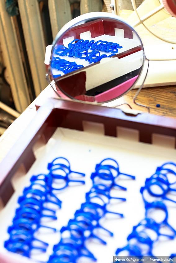 Именно из таких восковых слепков-колечек впоследствии получаются ювелирные кольца из драгоценных металлов