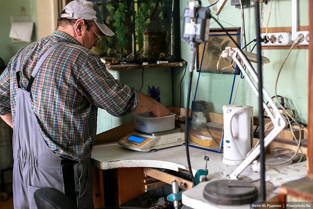 На этом этапе необходим наиточнейший расчет: по значениям, указанным мастером, впоследствии будут заказаны драгоценные металлы для окончательной заливки