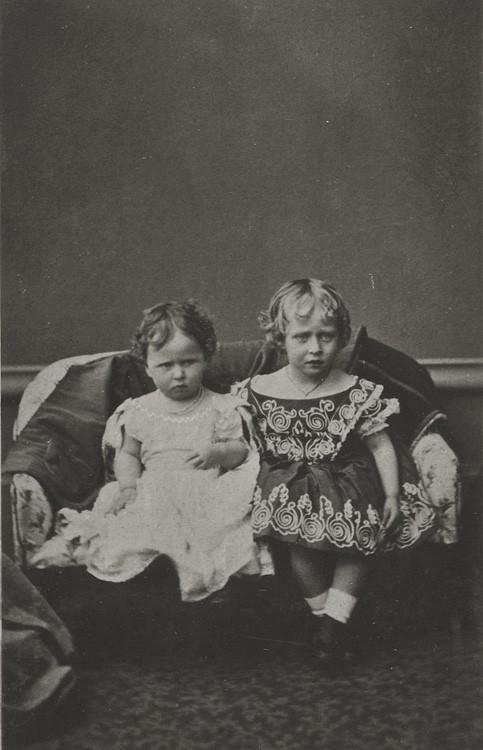 1865 г. Принцессы Елизавета и Виктория Гессенские