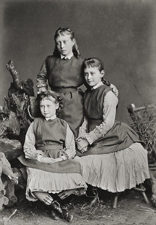 1875 г. Принцессы Виктория, Елизавета и Ирина Гессенские